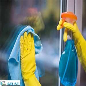 سطوح، شیشه ها و آینه ها را با لکه برهای مرغوب تمیز نمایید